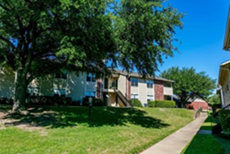 Exterior at Listing #136045