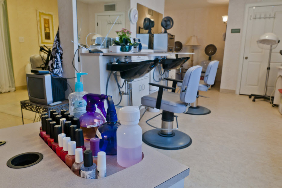 Salon at Listing #144574
