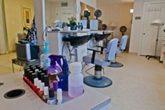 Salon at Listing #144574