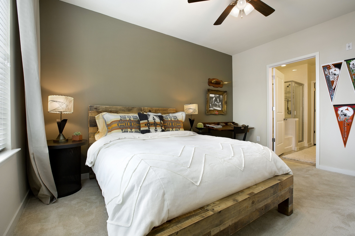 Bedroom at Listing #245761