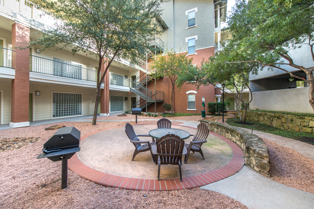 Courtyard at Listing #144425