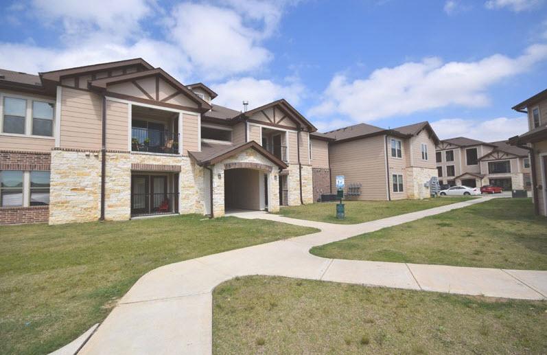 Estates at Ellington Apartments , TX