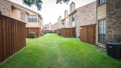 Exterior at Listing #136209