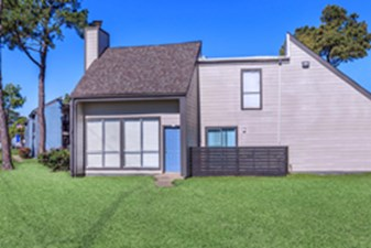 Exterior at Listing #139572