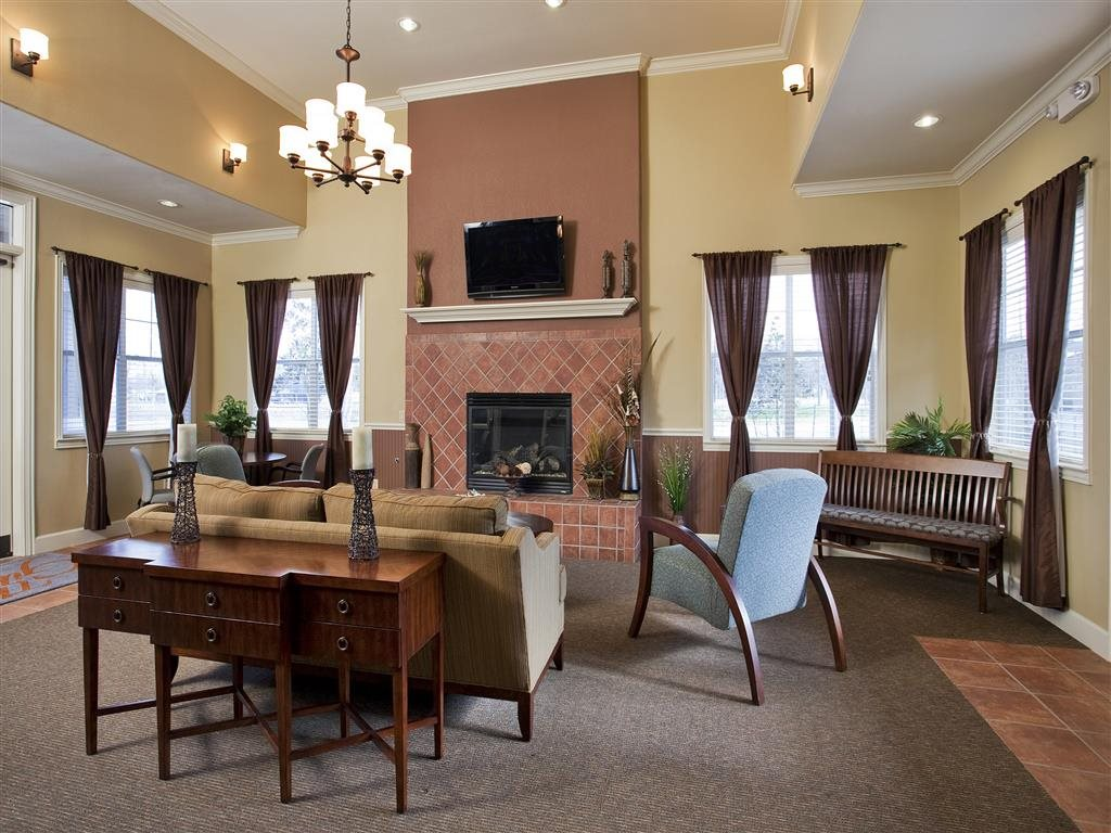 Lounge at Listing #229770