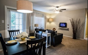 Dining at Listing #137770