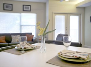 Dining at Listing #146887