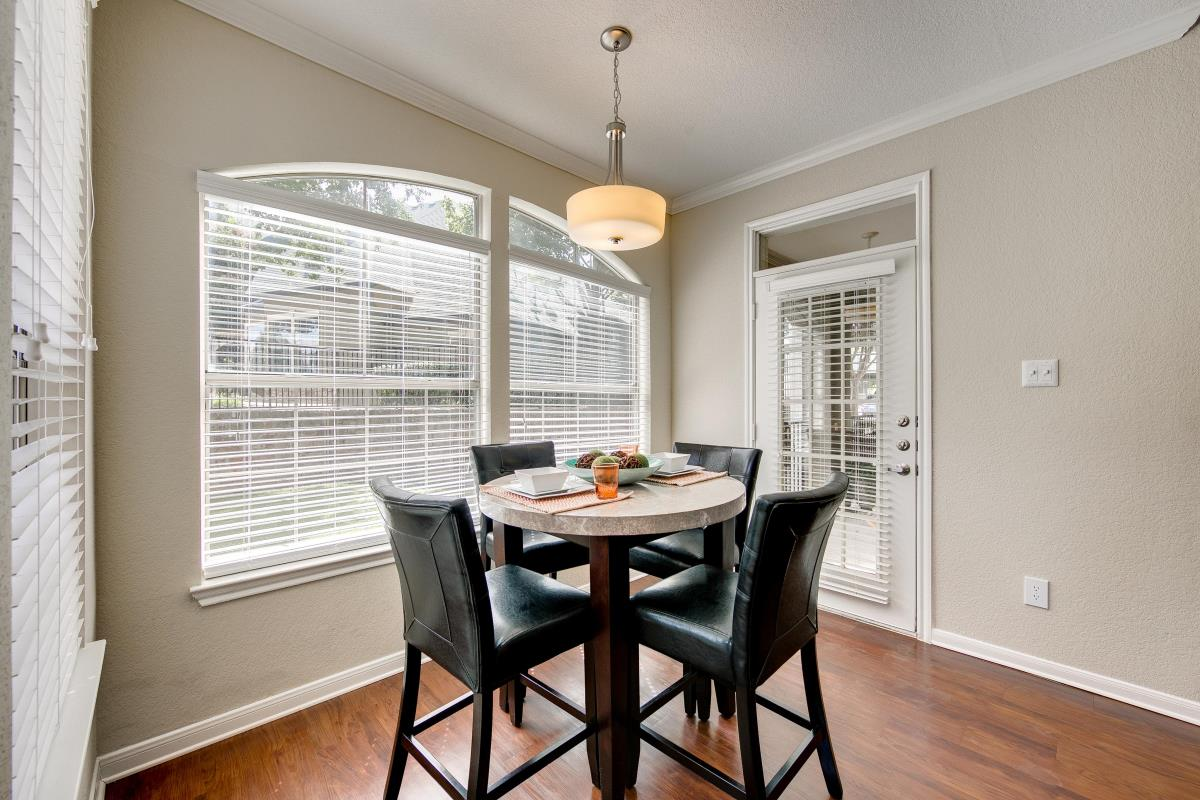 Dining at Listing #137832