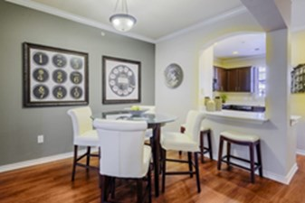 Dining at Listing #140694