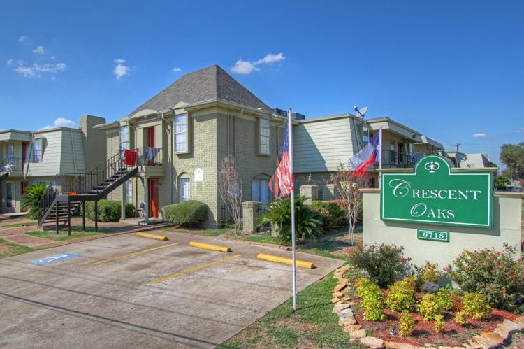 Crescent Oaks Apartments , TX