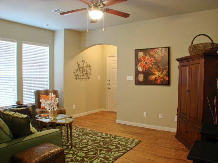 Living at Listing #144662