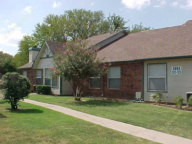 Exterior 4 at Listing #137745