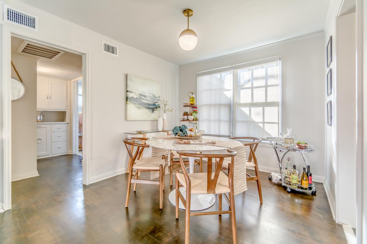 Dining at Listing #136083
