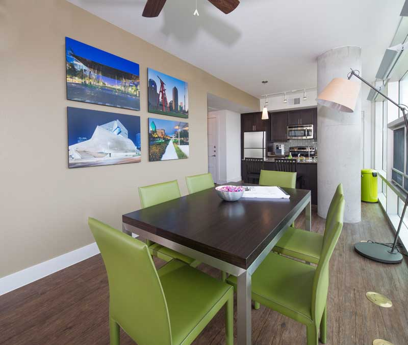 Dining at Listing #245248