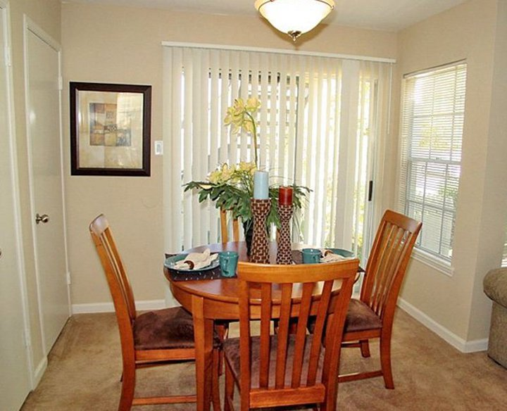 Dining at Listing #138693
