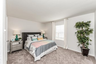 Bedroom at Listing #139506
