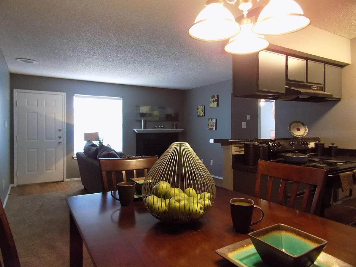 Dining at Listing #137210