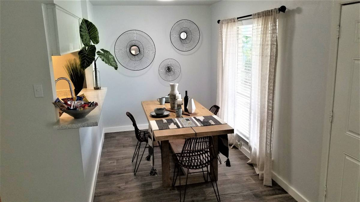 Dining at Listing #140972