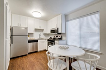 Dining/Kitchen at Listing #137138