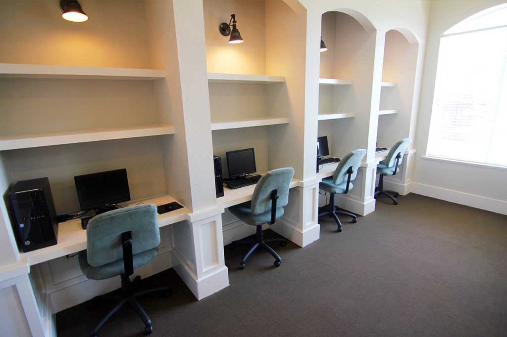 Business Center at Listing #147063