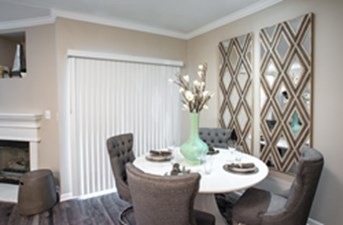 Dining at Listing #138048