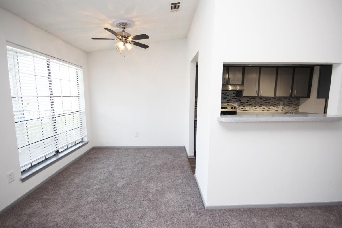 Dining at Listing #137054
