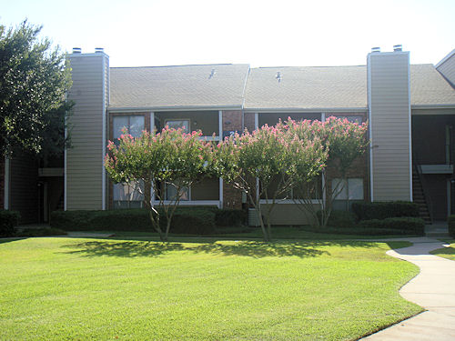 Exterior at Listing #136583