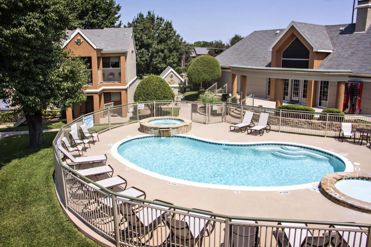 Pool at Listing #136008