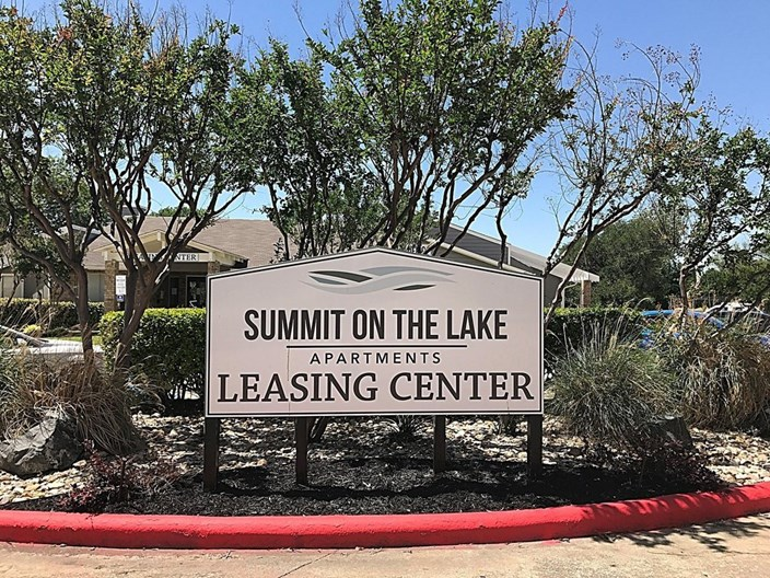 Summit on the Lake Apartments