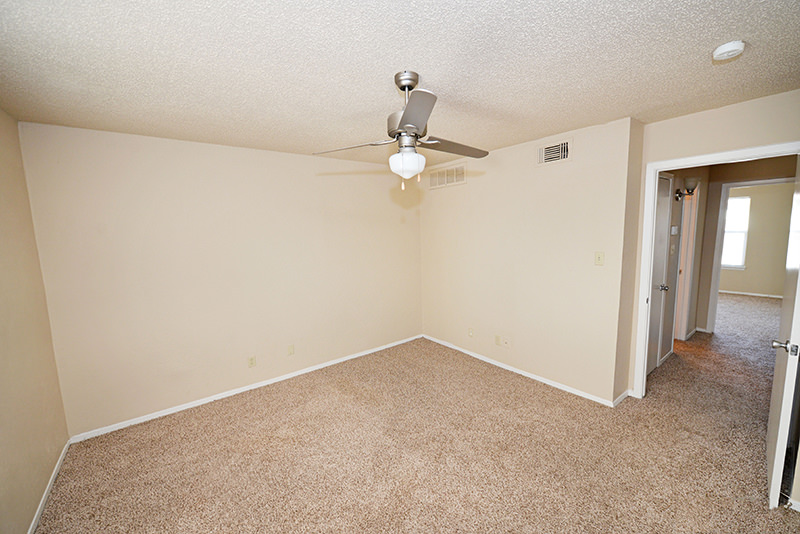 Bedroom at Listing #137172
