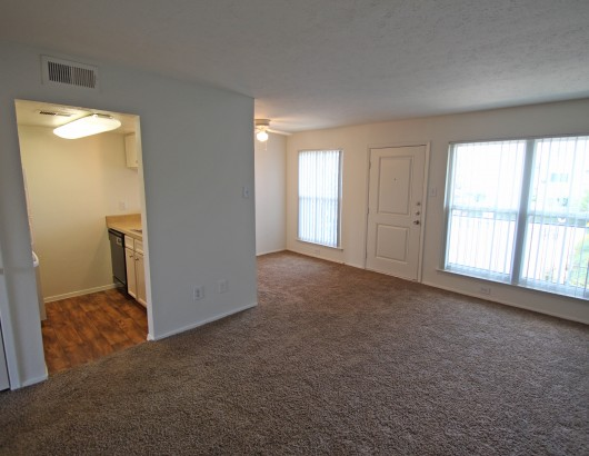 Living Area at Listing #137409