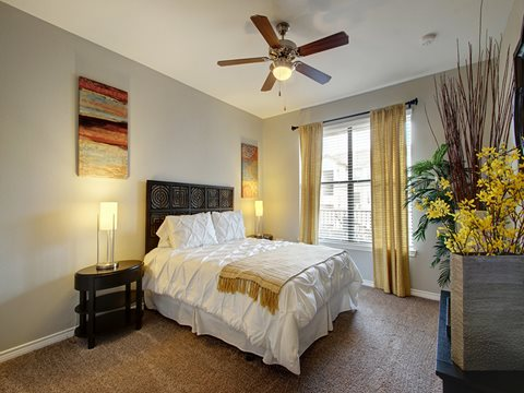 Bedroom at Listing #145100