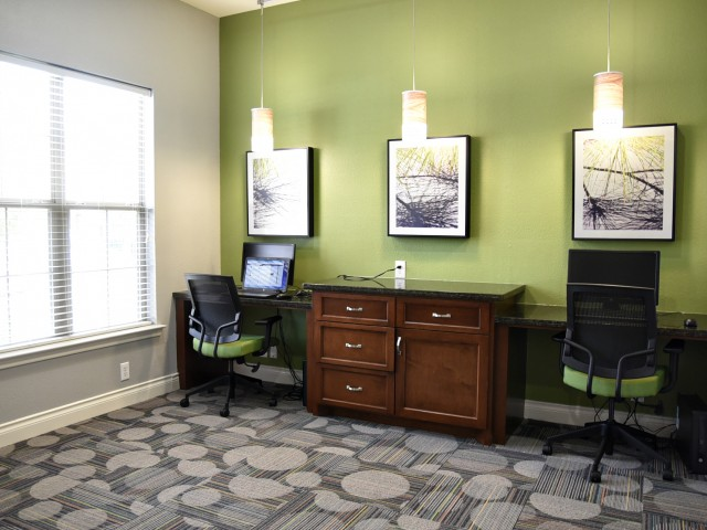 Business Center at Listing #140127
