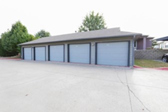 Covered Garages at Listing #147869