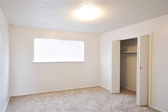 Bedroom at Listing #136451