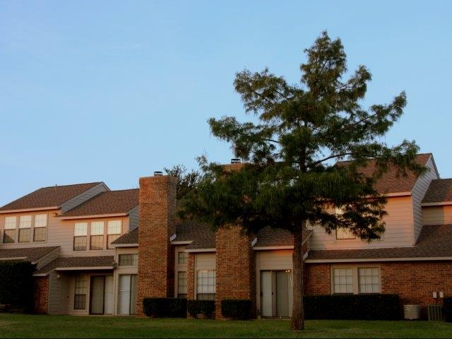 Exterior at Listing #136535