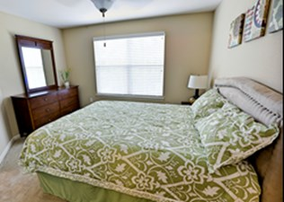 Bedroom at Listing #289057