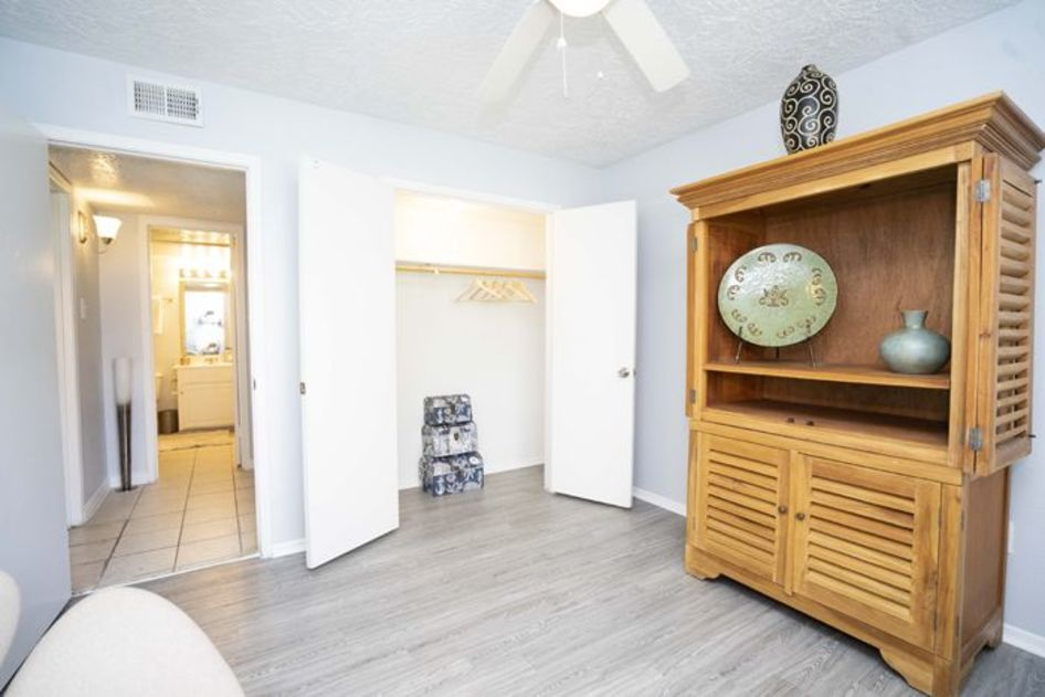 Living at Listing #139287