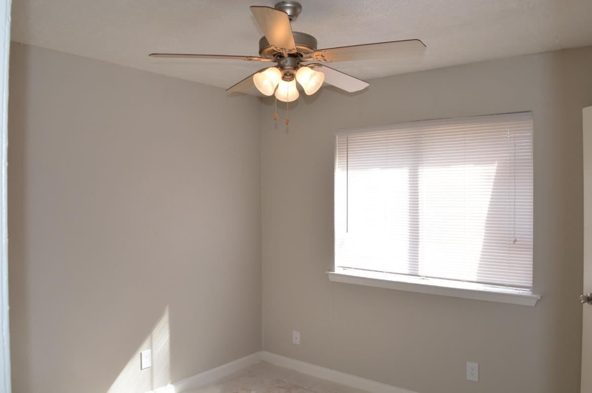 Bedroom at Listing #136518