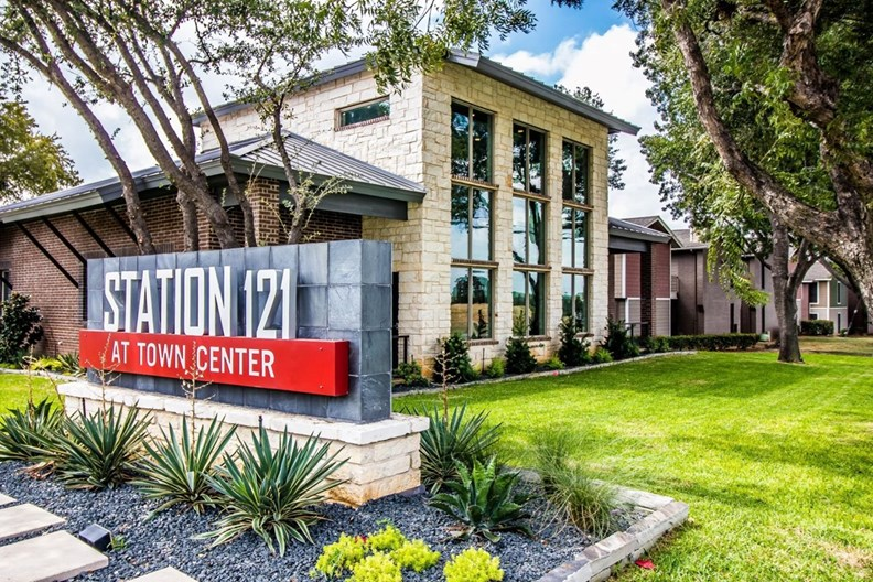 Station 121 at Town Center Apartments