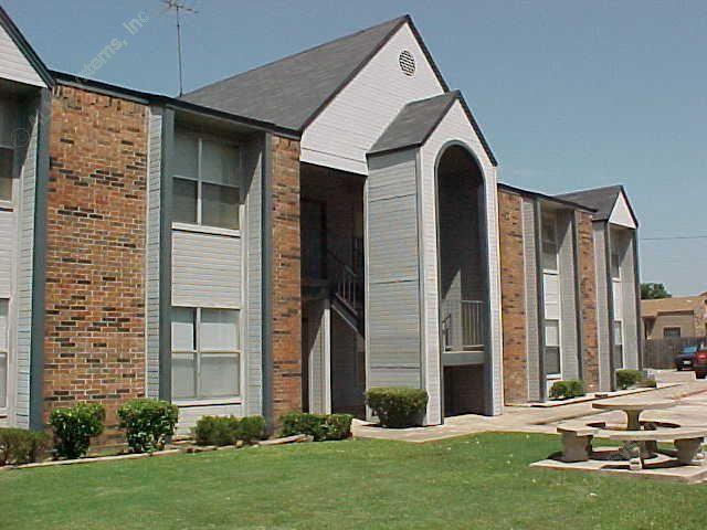 Crystalwood Apartments