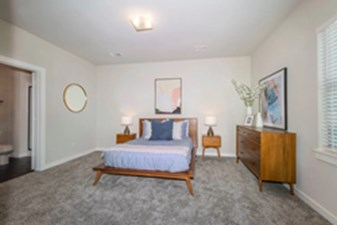 Bedroom at Listing #335075