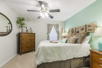 Bedroom at Listing #137153