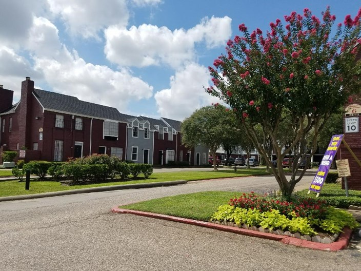 Quarters on Red Bluff Apartments