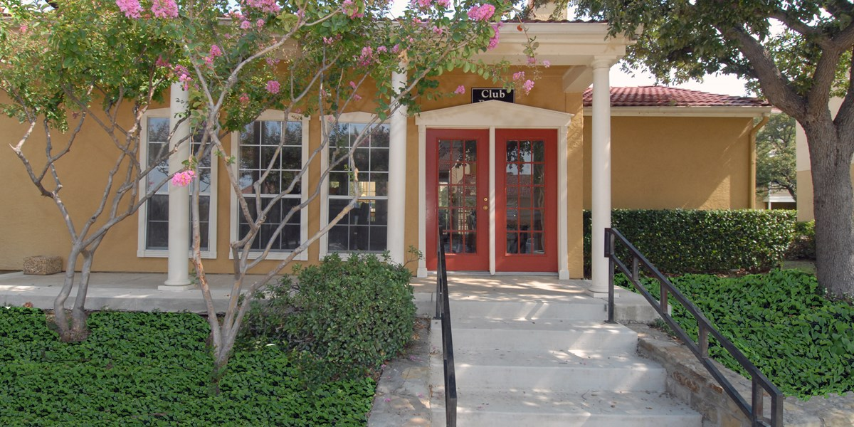 Exterior at Listing #135652