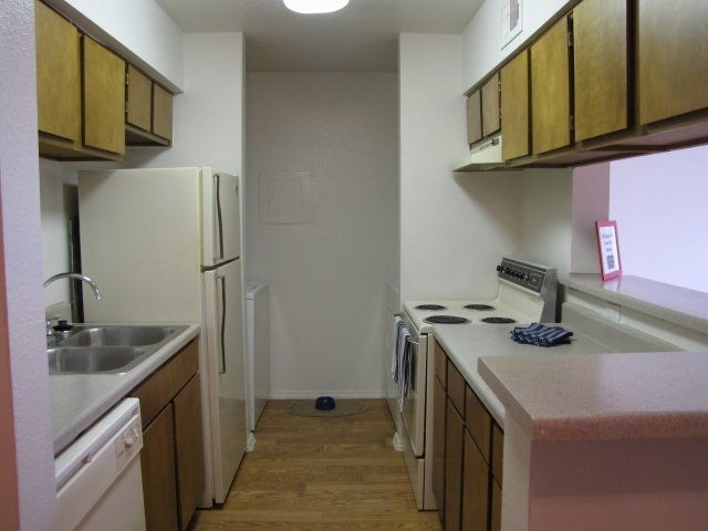 Kitchen at Listing #139025