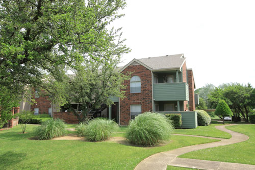 Exterior at Listing #136036