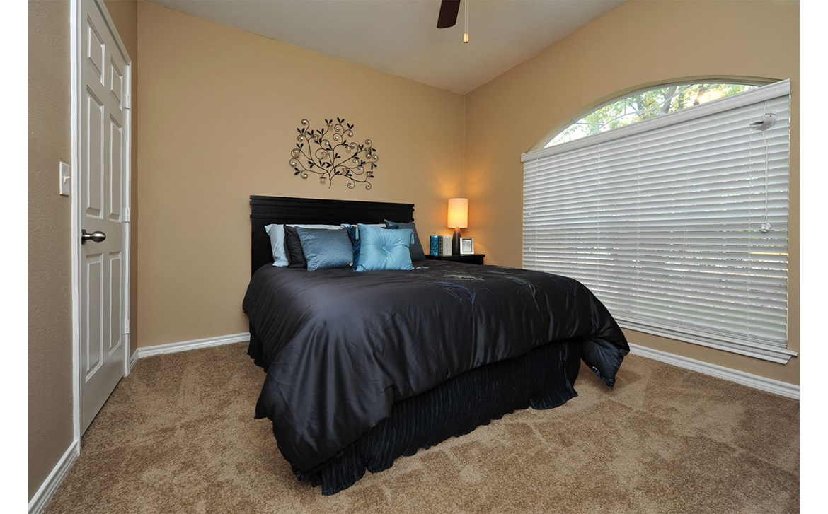 Bedroom at Listing #138014