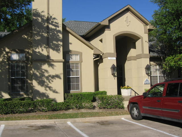 Exterior at Listing #136640