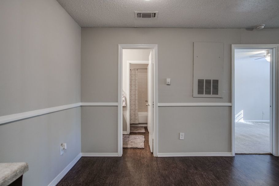 Bedroom at Listing #136192